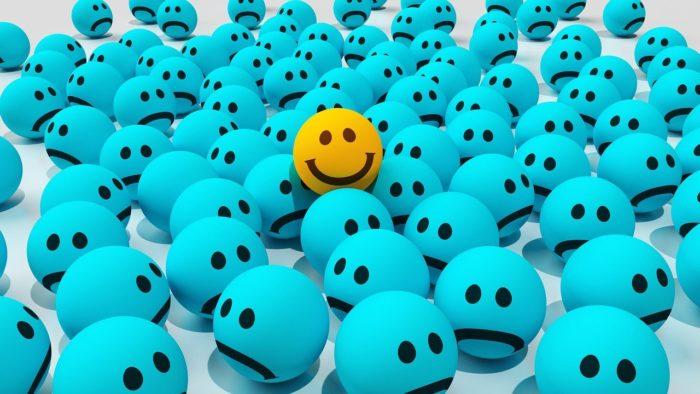 סמיילי מחייך בין עצובים